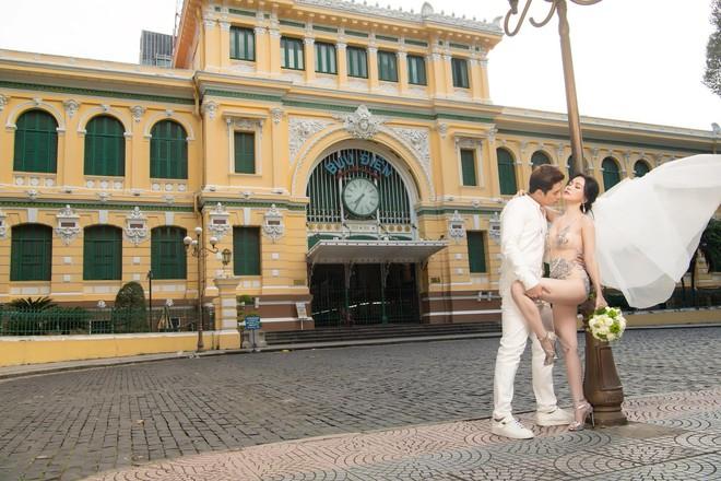 Sĩ Thanh chụp ảnh cưới sexy ở trung tâm thành phố bị chỉ trích - Ảnh 4.