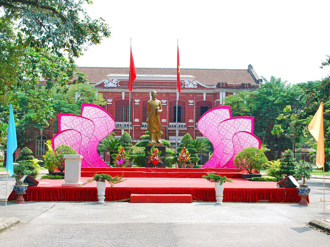 Ở miền Trung có 1 ngôi trường cấp 3 kiến trúc đẹp như châu Âu, đứng vào góc nào cũng ra ảnh nghìn like - ảnh 4