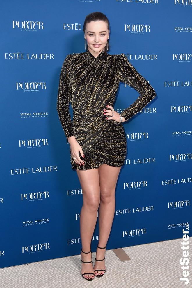 Nhìn thì đơn giản nhưng chỉ những nàng chân dài, dáng đẹp mới có thể diện được mẫu váy này - ảnh 9