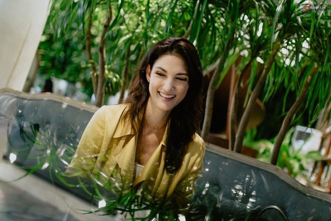 Host Cindy Bishop nói gì về Hồ Ngọc Hag khi làm việc chung tại Asia's Next Top Model? - ảnh 4