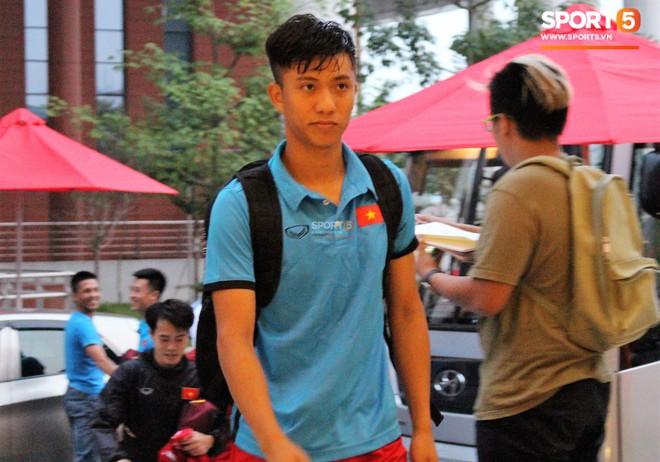 Hà Đức Chinh kêu trời vì đau bụng sau buổi tập đầu tiên cùng đội tuyển Việt Nam chuẩn bị cho AFF Cup 2018 - Ảnh 7.