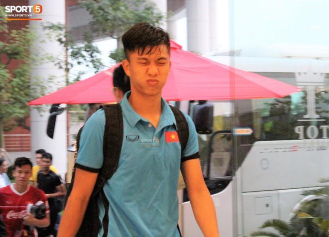 Hà Đức Chinh kêu trời vì đau bụng sau buổi tập đầu tiên cùng đội tuyển Việt Nam chuẩn bị cho AFF Cup 2018 - Ảnh 6.