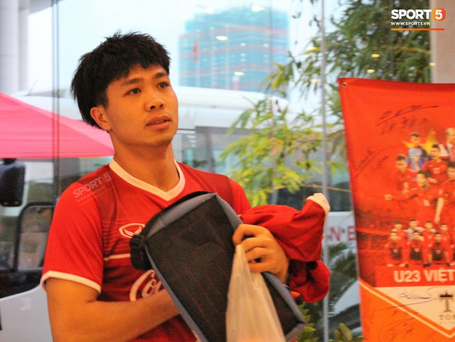 Hà Đức Chinh kêu trời vì đau bụng sau buổi tập đầu tiên cùng đội tuyển Việt Nam chuẩn bị cho AFF Cup 2018 - Ảnh 8.