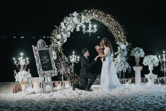 Ưng Hoàng Phúc ngọt ngào khoá môi bà xã tại Hàn Quốc sau màn cầu hôn lãng mạn