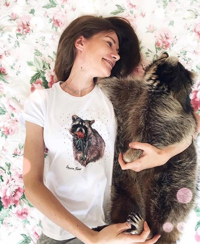 Cưu mang em gấu mèo bé nhỏ, cô gái Nga không ngờ lớn nên nó lại thành ngôi sao Instagram vì quá to béo - ảnh 8