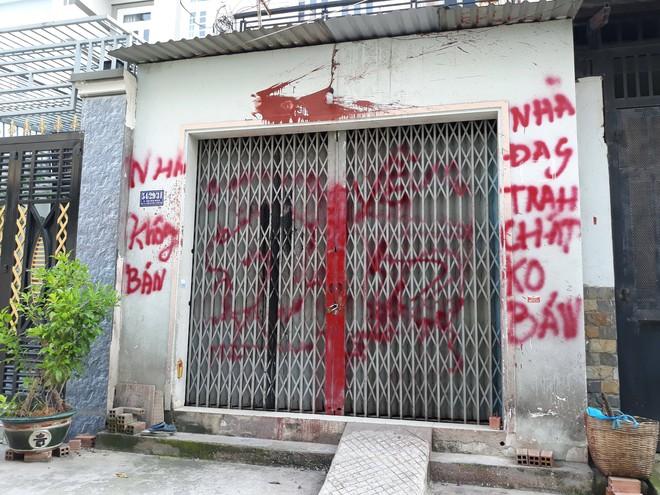 Cô giáo tiểu học ở Sài Gòn viết đơn xin xã hội đen cho đi dạy: Chính quyền sơn lại nhà, gắn camera, dựng chốt dân phòng - ảnh 1