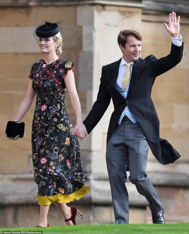 Đám cưới Công chúa Eugenie: Cara Delevingne chơi trội diện đồ nam, làm lu mờ cả Công nương Kate và Meghan - ảnh 17