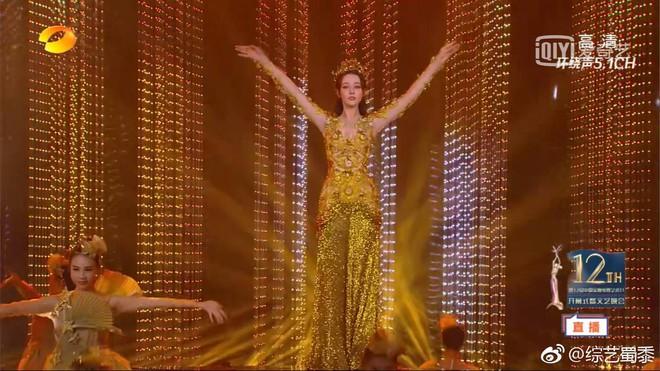 Mỹ nhân cực phẩm nhất đêm nay: Địch Lệ Nhiệt Ba hoá thân thành Nữ thần Kim Ưng, xuất sắc như tiên giáng trần - ảnh 4