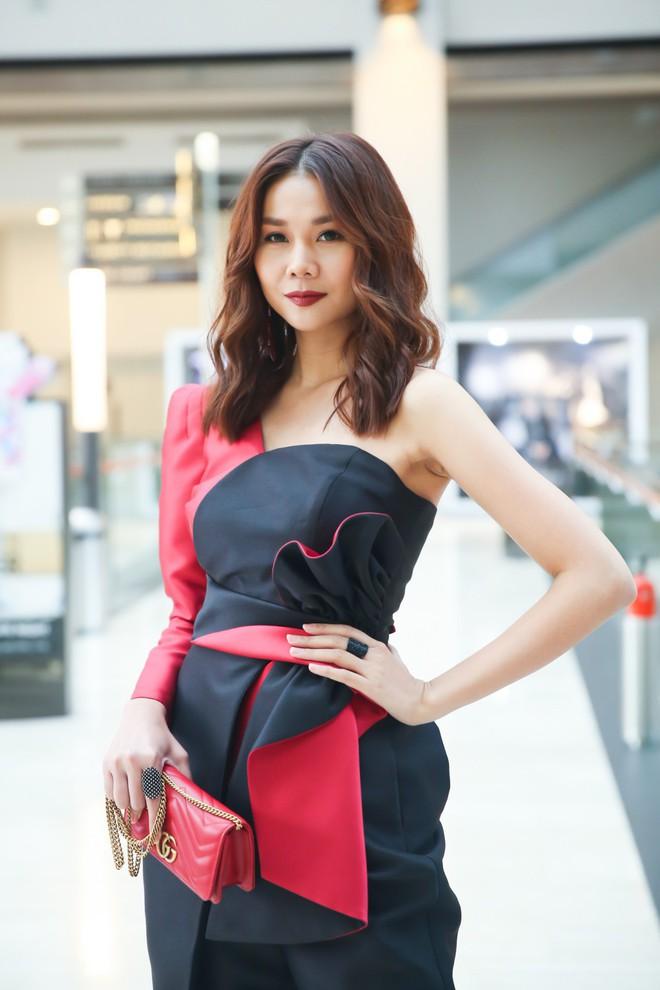 Thanh Hằng - Linh Nga diện đồ ton sur ton, xuất hiện kiêu kì tại sự kiện ở Singapore - Ảnh 2.