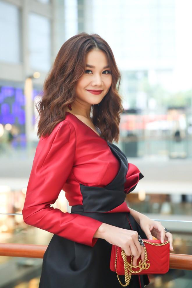 Thanh Hằng - Linh Nga diện đồ ton sur ton, xuất hiện kiêu kì tại sự kiện ở Singapore - Ảnh 3.