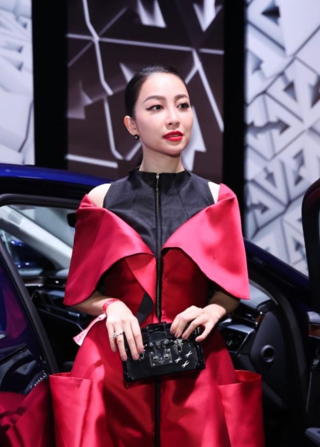 Thanh Hằng - Linh Nga diện đồ ton sur ton, xuất hiện kiêu kì tại sự kiện ở Singapore - Ảnh 4.