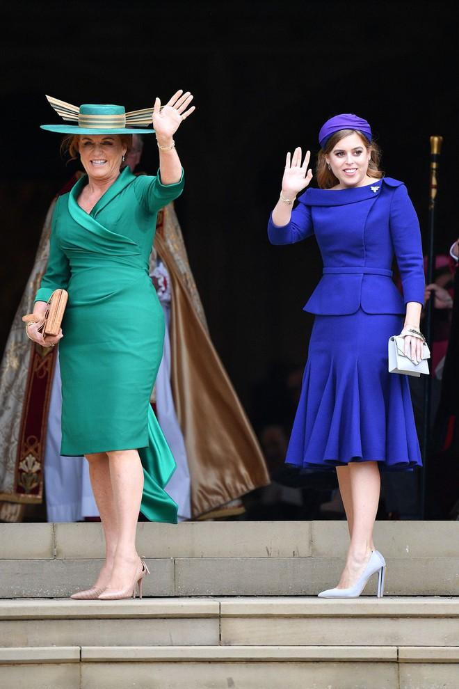 Đám cưới Công chúa Eugenie: Cara Delevingne chơi trội diện đồ nam, làm lu mờ cả Công nương Kate và Meghan - ảnh 11