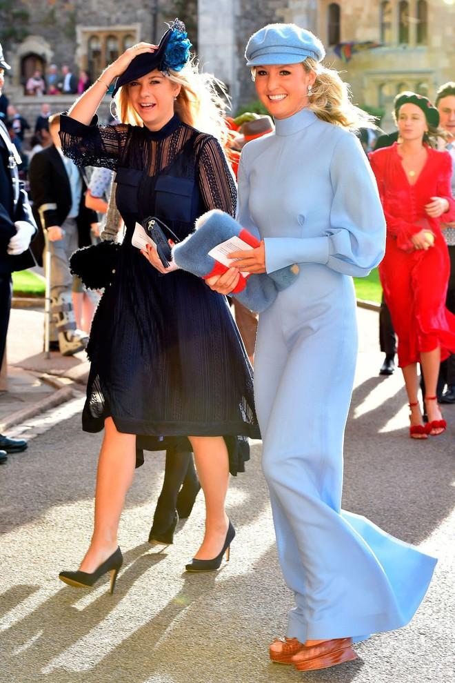 Đám cưới Công chúa Eugenie: Cara Delevingne chơi trội diện đồ nam, làm lu mờ cả Công nương Kate và Meghan - ảnh 12