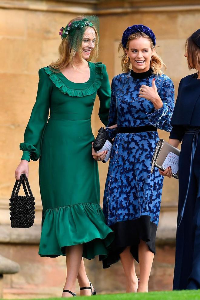 Đám cưới Công chúa Eugenie: Cara Delevingne chơi trội diện đồ nam, làm lu mờ cả Công nương Kate và Meghan - ảnh 16