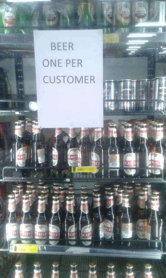 Zimbabwe: KFC và nhiều cửa hàng đồ ăn nhanh đóng cửa vì hết tiền mua thịt gà - ảnh 3