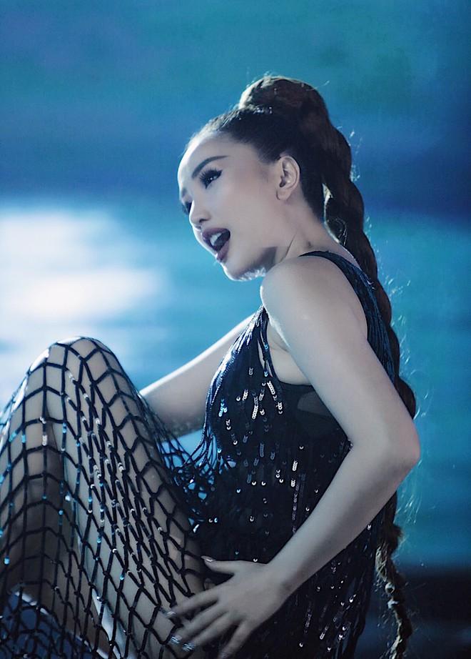 Tung teaser MV mới, Bảo Thy gây tò mò với tạo hình cô gái xinh đẹp bị nhốt trong bể kính đầy nước - ảnh 6
