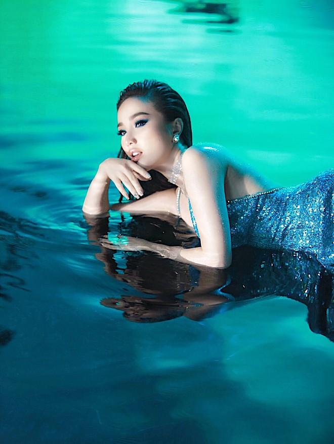 Tung teaser MV mới, Bảo Thy gây tò mò với tạo hình cô gái xinh đẹp bị nhốt trong bể kính đầy nước - ảnh 4