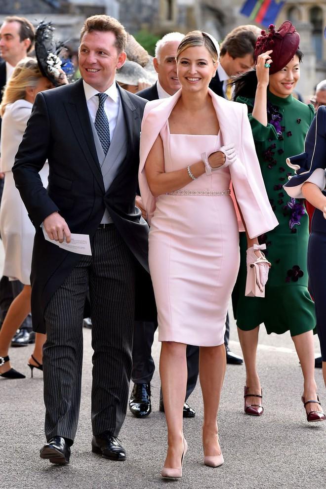 Đám cưới Công chúa Eugenie: Cara Delevingne chơi trội diện đồ nam, làm lu mờ cả Công nương Kate và Meghan - ảnh 14