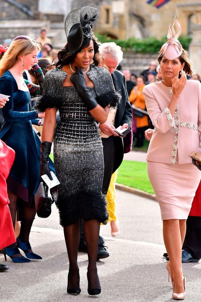 Đám cưới Công chúa Eugenie: Cara Delevingne chơi trội diện đồ nam, làm lu mờ cả Công nương Kate và Meghan - ảnh 5