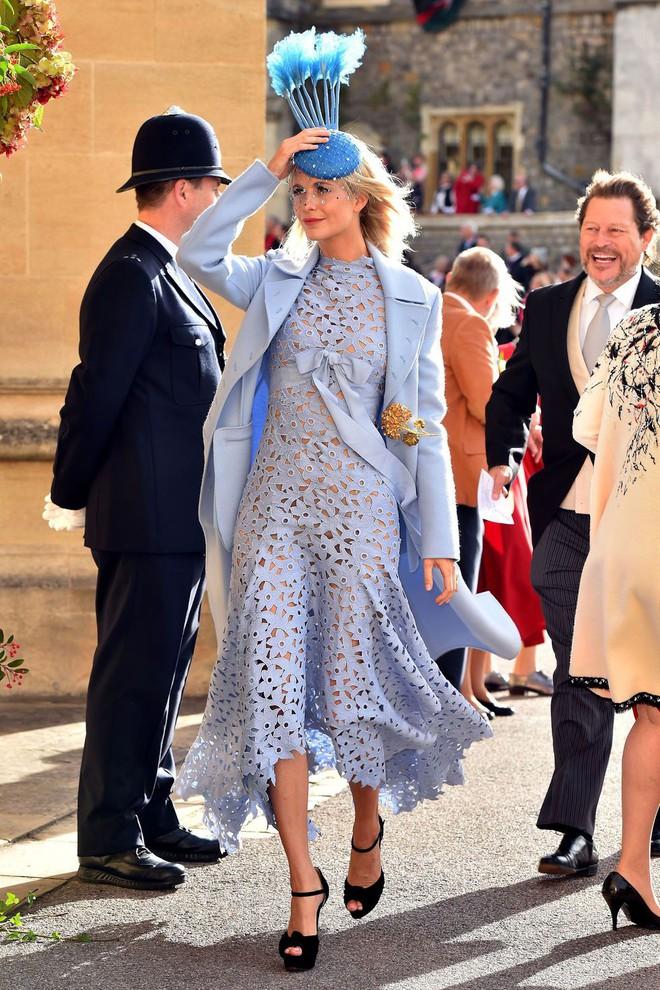 Đám cưới Công chúa Eugenie: Cara Delevingne chơi trội diện đồ nam, làm lu mờ cả Công nương Kate và Meghan - ảnh 6