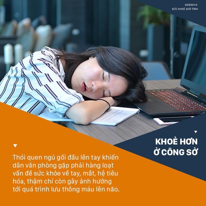 Cô gái 28 tuổi phải phẫu thuật cánh tay trái vì thói quen mà hầu hết dân văn phòng đều mắc khi ngủ trưa - ảnh 3