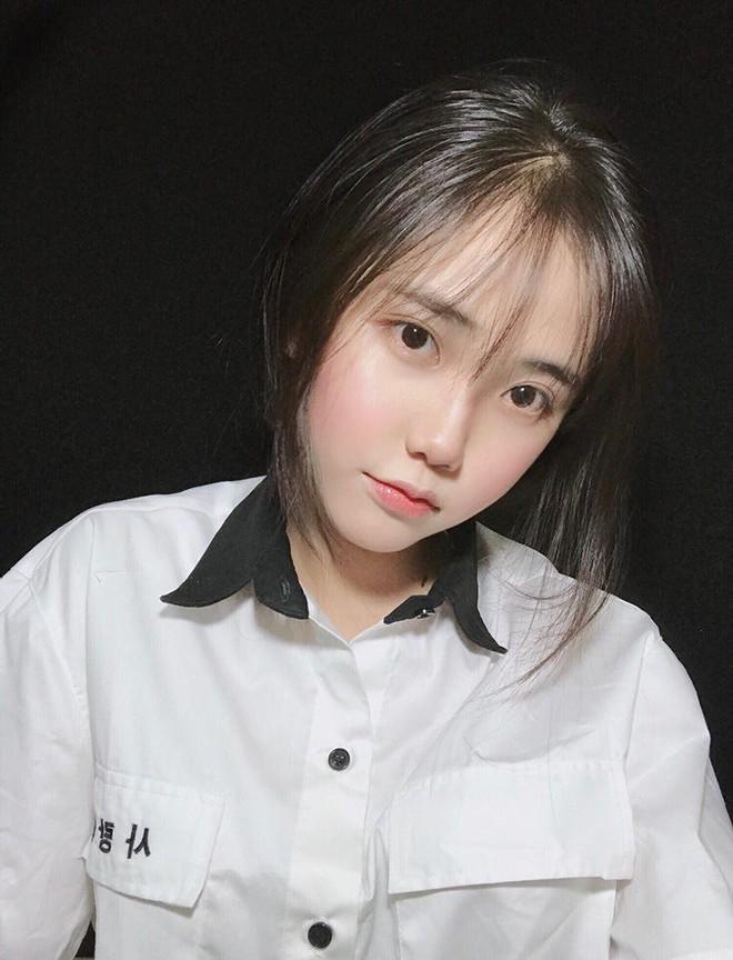 Nữ sinh Sài Gòn bị đồn phẫu thuật thẩm mỹ để giống IU, thường xuyên bị tán tỉnh dù đã có người yêu - Ảnh 3.