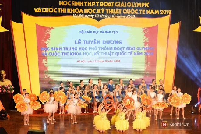 Bộ Giáo dục và Đào tạo tuyên dương 33 học sinh THPT đoạt giải Olympic và cuộc thi Khoa học, Kỹ thuật quốc tế - Ảnh 1.