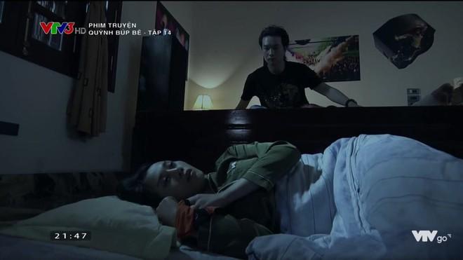 Cảnh lật mặt, dùng dao uy hiếp rồi cướp Quỳnh Búp Bê khỏi tay Phong Cấn - ảnh 2