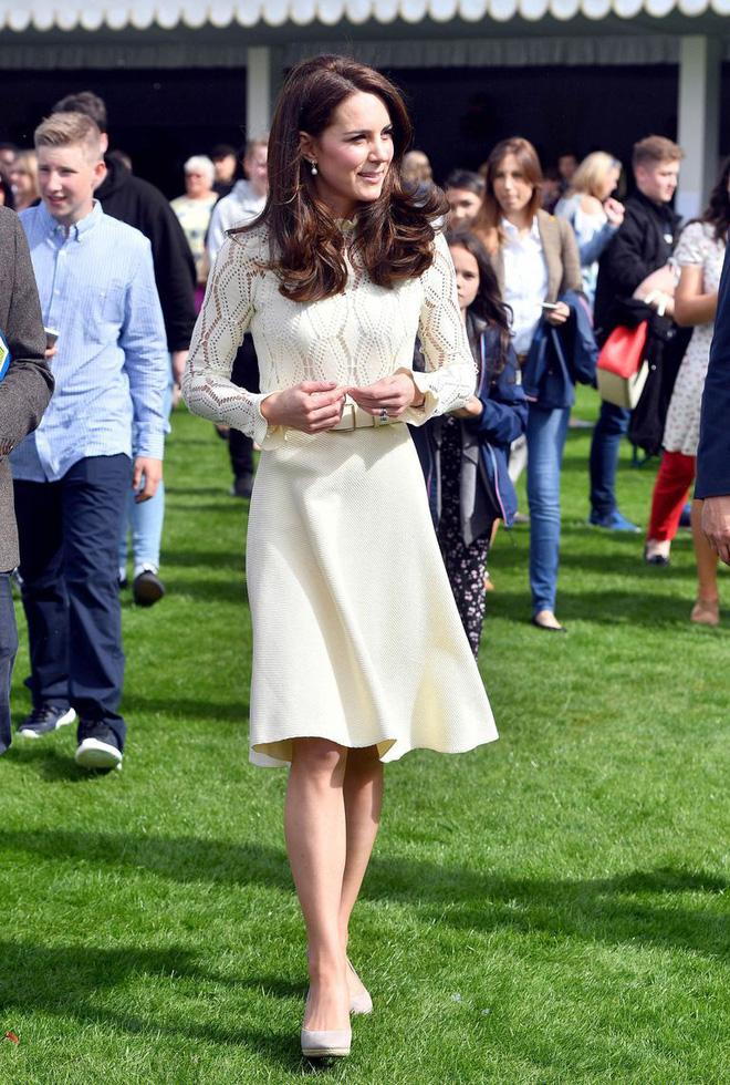 Tinh tế như Công nương Kate: chọn quần tất cũng là nghệ thuật, vừa tự nhiên khó phát hiện lại vừa không lo tuột giày - ảnh 3