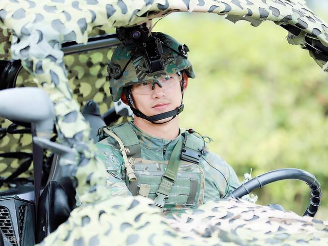 Hậu Duệ Mặt Trời bản đời thực nhất định là Taecyeon (2PM), mặc đồng phục vẫn đẹp khó mà chê - ảnh 5