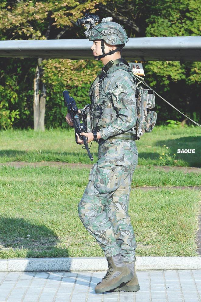 Hậu Duệ Mặt Trời bản đời thực nhất định là Taecyeon (2PM), mặc đồng phục vẫn đẹp khó mà chê - ảnh 7