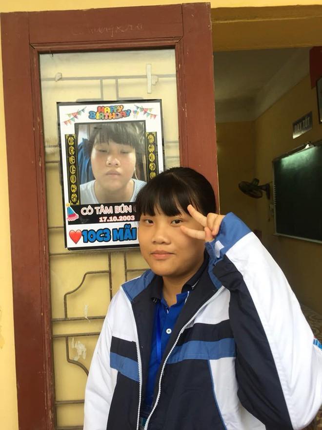 Bạn thân kiểu mới: In ảnh dìm hàng thành poster dán hết cửa lớp để... chúc mừng sinh nhật - Ảnh 3.