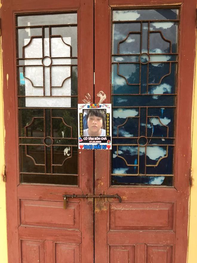 Bạn thân kiểu mới: In ảnh dìm hàng thành poster dán hết cửa lớp để... chúc mừng sinh nhật - Ảnh 4.