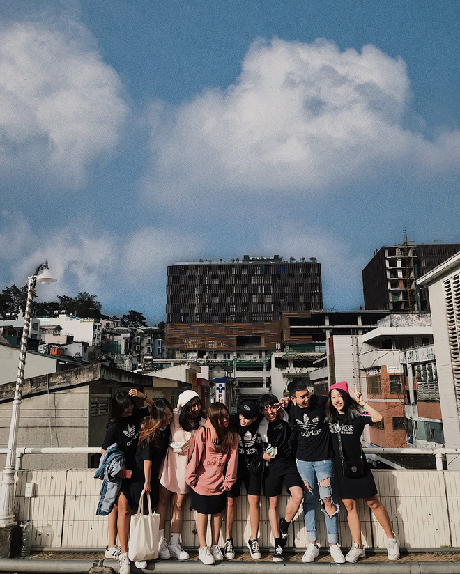 Chụp ảnh style Hồng Kông trong phút mốt ở ngay góc chợ Đà Lạt - ảnh 1