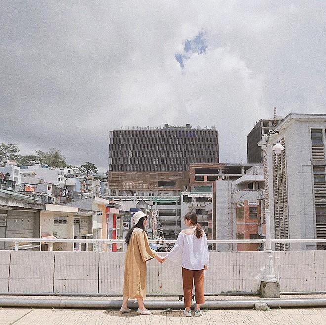Chụp ảnh style Hồng Kông trong phút mốt ở ngay góc chợ Đà Lạt - ảnh 6