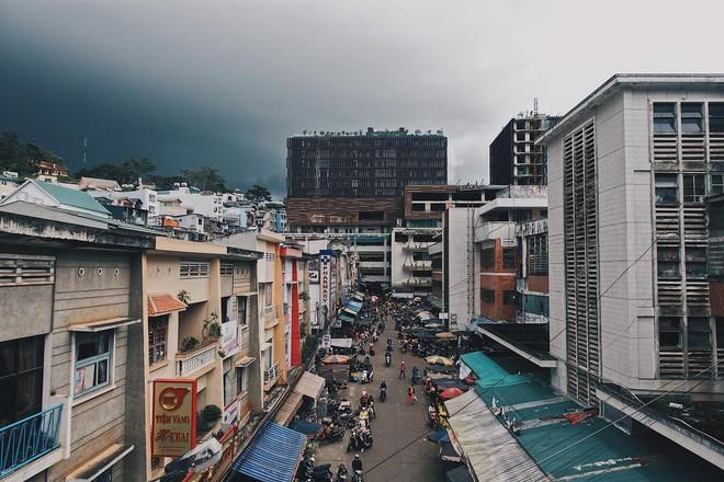 Chụp ảnh style Hồng Kông trong phút mốt ở ngay góc chợ Đà Lạt - ảnh 2