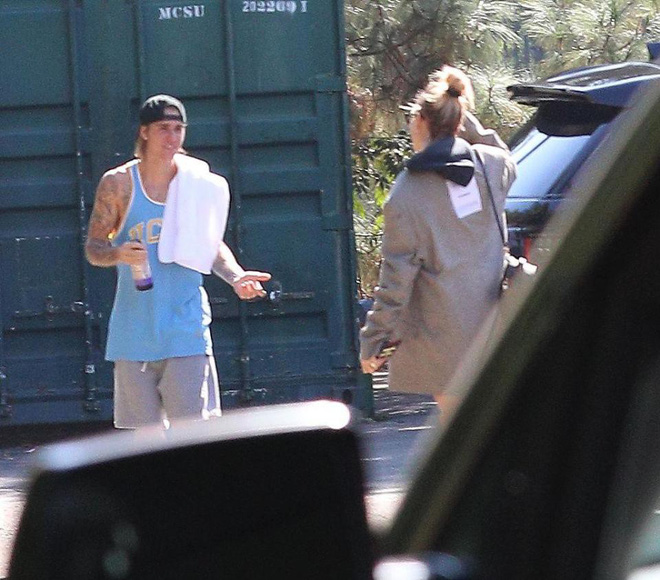 Justin Bieber cãi nhau với Hailey Baldwin giữa đường, khiến bố vợ phải vào can ngăn? - Ảnh 1.