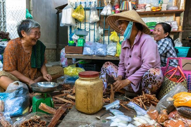 Chàng nhiếp ảnh bại não ở Sài Gòn từng bị trường cấp 2 từ chối: Nhiều người hỏi mình đi học làm gì, lớn lên ai mà mướn? - ảnh 13