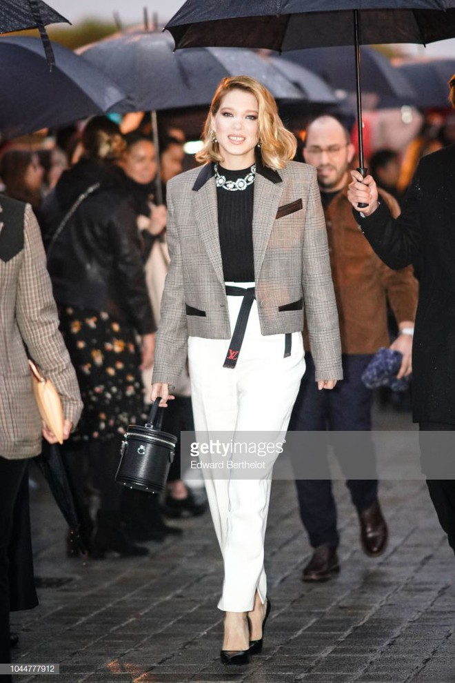 Show Louis Vuitton thiếu vắng Phạm Băng Băng, Thư Kỳ thành mỹ nhân Cbiz khiến dân tình trầm trồ vì style lạ - ảnh 13