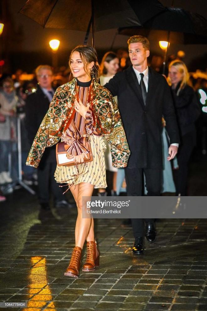Show Louis Vuitton thiếu vắng Phạm Băng Băng, Thư Kỳ thành mỹ nhân Cbiz khiến dân tình trầm trồ vì style lạ - ảnh 12