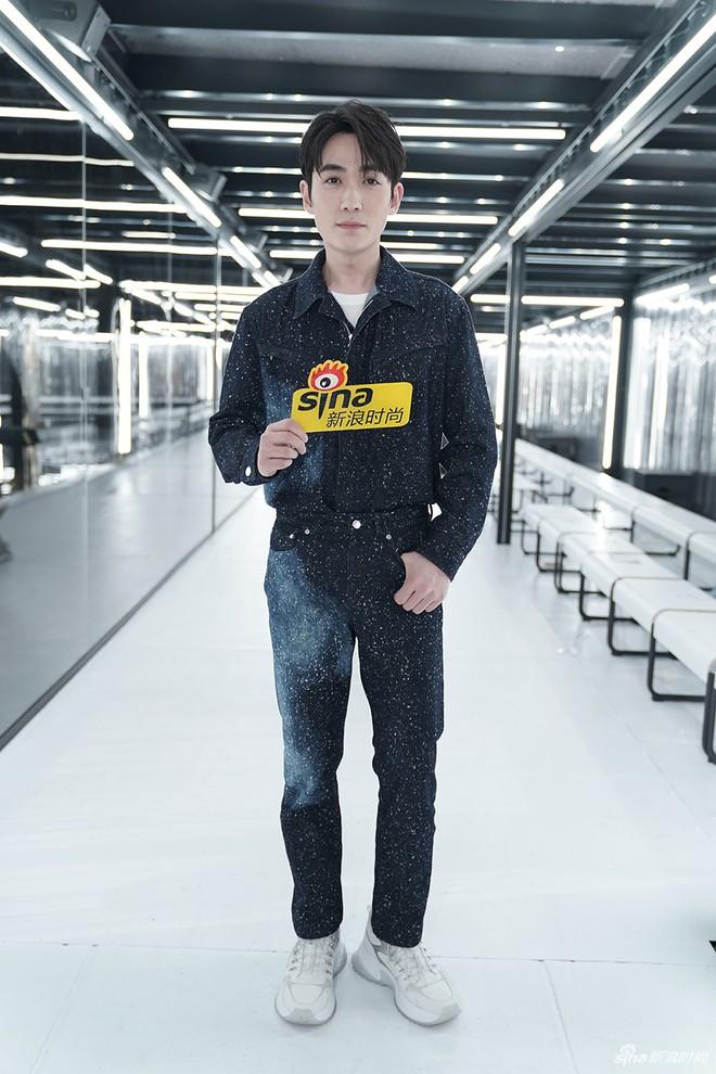 Show Louis Vuitton thiếu vắng Phạm Băng Băng, Thư Kỳ thành mỹ nhân Cbiz khiến dân tình trầm trồ vì style lạ - ảnh 10