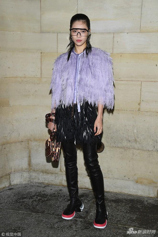 Show Louis Vuitton thiếu vắng Phạm Băng Băng, Thư Kỳ thành mỹ nhân Cbiz khiến dân tình trầm trồ vì style lạ - ảnh 11