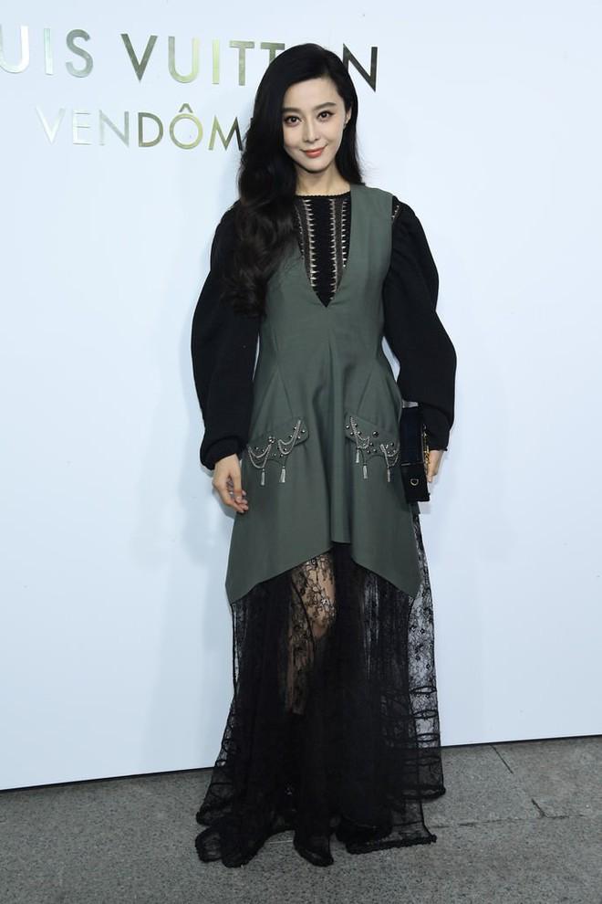 Show Louis Vuitton thiếu vắng Phạm Băng Băng, Thư Kỳ thành mỹ nhân Cbiz khiến dân tình trầm trồ vì style lạ - ảnh 5