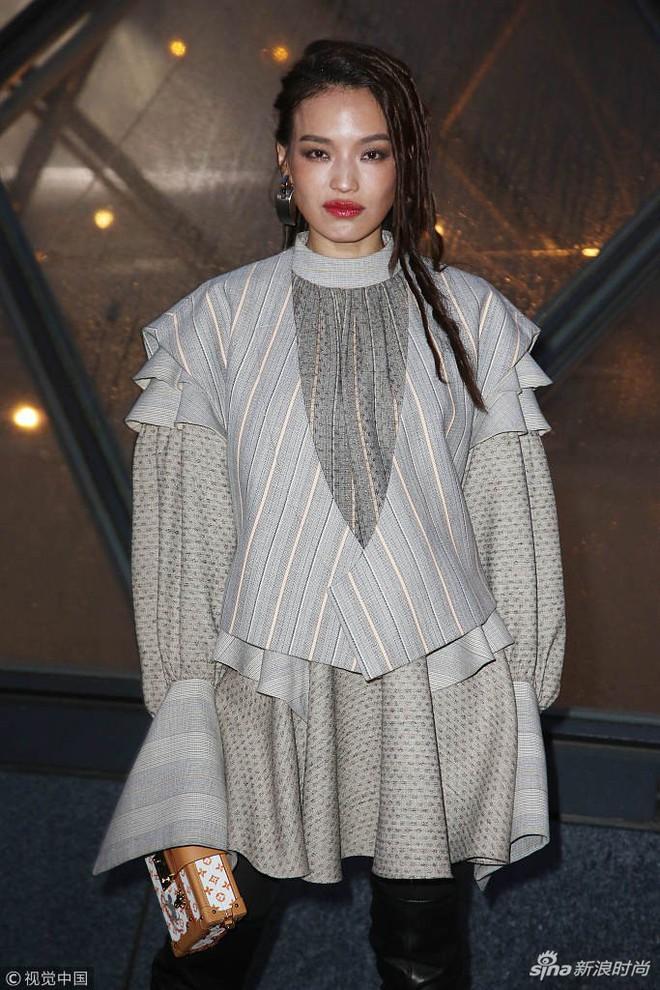 Show Louis Vuitton thiếu vắng Phạm Băng Băng, Thư Kỳ thành mỹ nhân Cbiz khiến dân tình trầm trồ vì style lạ - ảnh 7