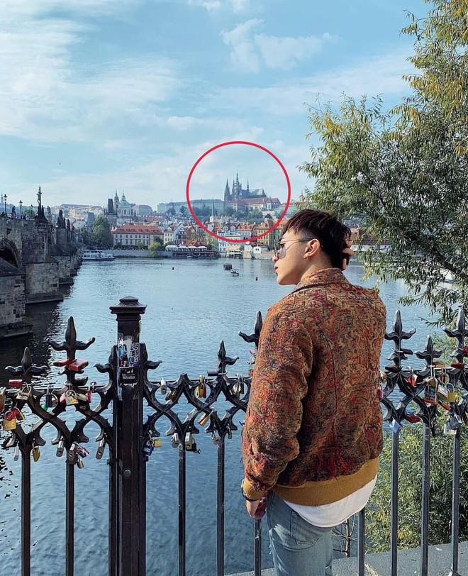 Soobin Hoàng Sơn công khai ôm vai bạn gái tin đồn ở châu Âu - ảnh 2