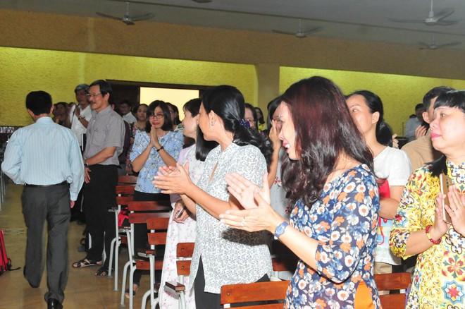 Có một thầy hiệu trưởng đã khiến cả trường chuyên Trần Đại Nghĩa bật khóc khi chuyển công tác - ảnh 3