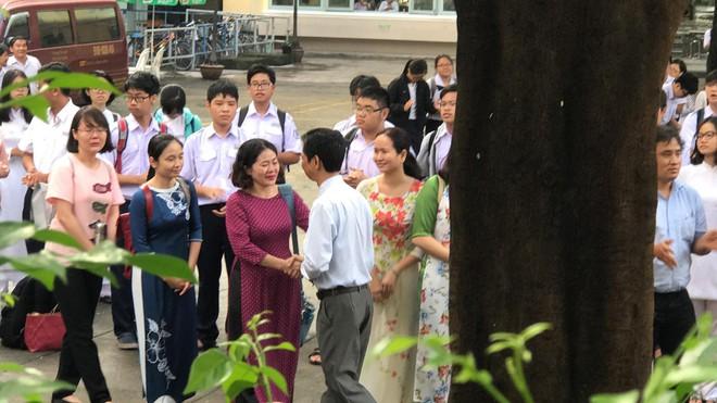Có một thầy hiệu trưởng đã khiến cả trường chuyên Trần Đại Nghĩa bật khóc khi chuyển công tác - ảnh 7
