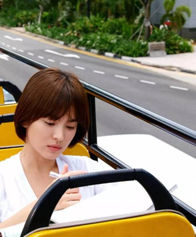 Vẫn biết Song Hye Kyo đẹp, nhưng đến độ để lại kiểu tóc 10 năm trước mà vẫn trẻ y nguyên thì thật khó tin - ảnh 3