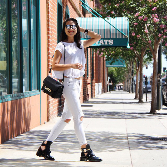 Có một kiểu quần mà các nàng cứ diện lên sẽ trẻ trung và nữ tính hơn bội phần, đó chính là quần jeans trắng - ảnh 1