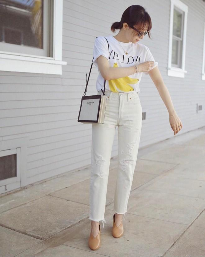 Có một kiểu quần mà các nàng cứ diện lên sẽ trẻ trung và nữ tính hơn bội phần, đó chính là quần jeans trắng - ảnh 2